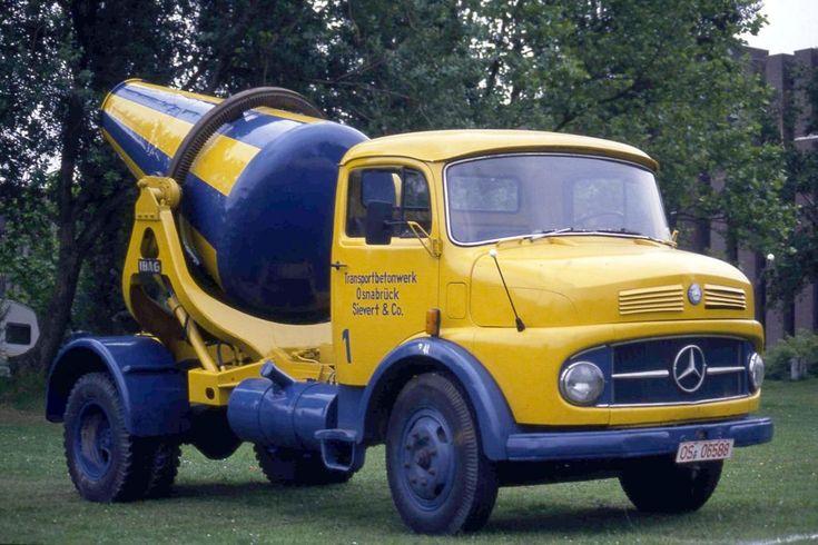 Mercedes Benz mit Betonmischer Aufbau für 1 Kubikmeter Beton. Aufgenommen beim Oldtimer Treffen in Castrop Rauxel am 16.5.1990.