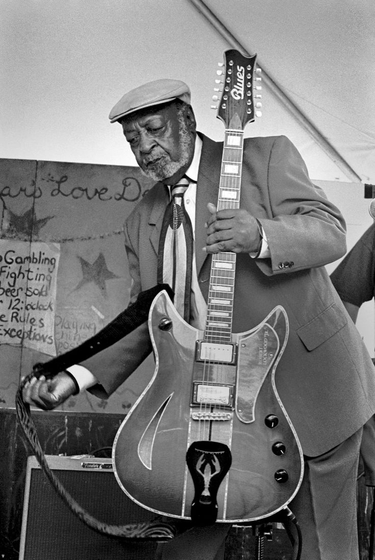 Robert Lockwood, Jr. at the Chicago Blues Festival, 2004. Photo by George Ruhe