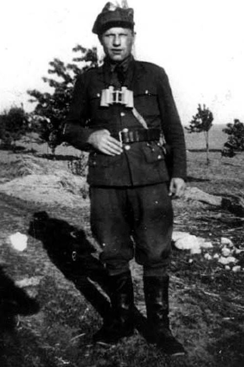 """Stanisław Gołaszewski """"Grom"""", """"Opaszko"""", dowódca ok. 20-osobowego oddziału partyzanckiego NZW, walczącego od kwietnia 1945 do grudnia 1946 na terenie powiatów Brodnica, Nowe Miasto Lubawskie, Lubawa."""
