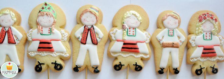 https://www.facebook.com/Prajiturele Fursecuri decorate - omuleti in straie traditionale