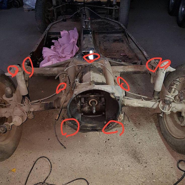 Getriebedemontage samt Achse.  #käfer #beetle #bug #vw #vwkäfer #Oldtimer #projekt #project #hobby #restaurieren #restaurator #restaurateur #leidenschaft #schrauber #technik #mechanics #mechanik #gear #gearbox #getriebe #rost #rust #old #verschleiß #verschlissen #kaputt #reparieren #repair