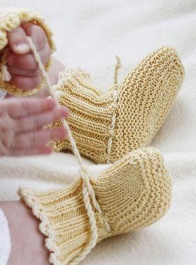 Gratis strikkeopskrifter: Strikkede babytøfler i retstrik i blødt og lækkert uld