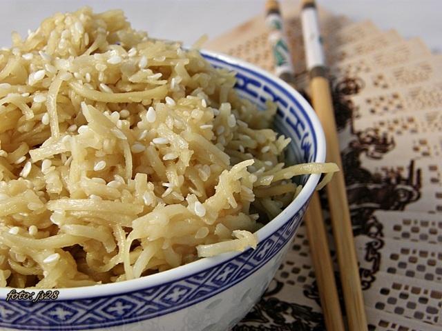 Smażony chow mein z sezamem :) Zdjęcie zrobione jeszcze SP - 560UZ