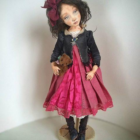 Куклы нервничают, когда их не дергают. #Кисейнаябарышня маленькая Манон.  Больше фото и вся информация о кукле - по активной ссылке в профиле.  Плюшевый мишка - от волшебницы @sveta_andreeva - не продается.
