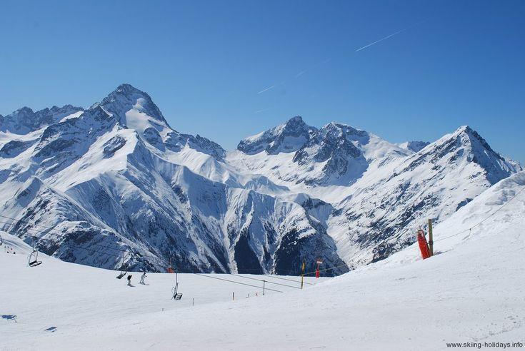 Les Deux Alpes Ski Resort Guide >> Skiing Holidays --> www.skiing-holidays.info/ski-resorts/france/les-deux-alpes