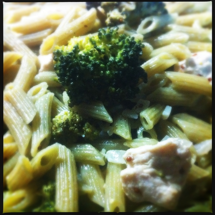 Pasta with broccoli, chicken, wine and figs  #broccoli, #chicken, #pasta, #penne