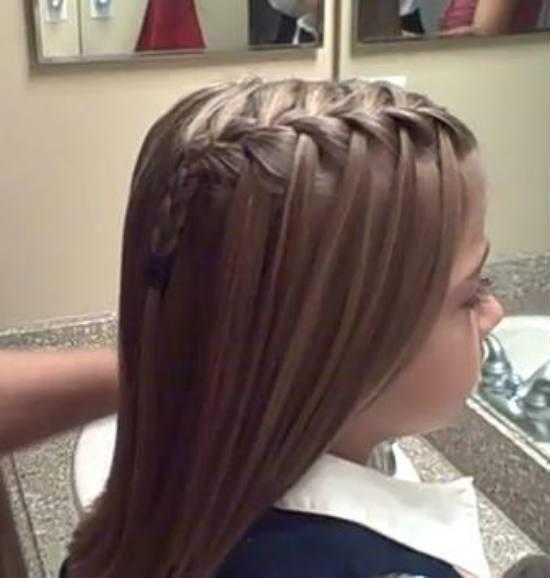 Peinados infantiles para recordar, ¿qué tal esta trenza de lado?
