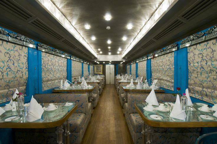 """An Bord gibt es zwei Restaurants mit jeweils einer Bar. Hier sehen Sie das """"Sheesh Mahal"""" ."""