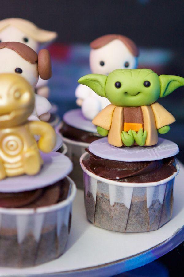 Star Wars Supreme   http://babyandbreakfast.ph/2015/02/10/star-wars-supreme/   Photography: JR Torres Photography   Yoda and Star Wars cupcakes