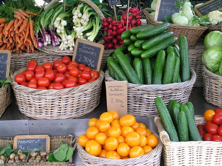 tomaatteja ja kurkkuja