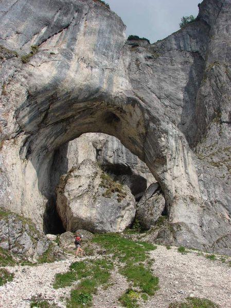 Cerdacul Stanciului carstic cave