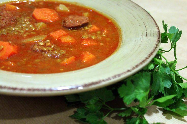 Una deliciosa receta de lentejas con verduras y chorizo para Thermomix deliciosa y por supuesto fácil, rápida de cocinar y deliciosa. Da gusto cocinar lentejas con la Thermomix.