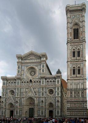 ARNOLFO DI CAMBIO (1245-1310.86), escultor y arquitecto que se formó en el taller de Nicola Pisano con el que trabaja en la Iglesia de Santo Domingo de Bolonia y en la Catedral de Siena.