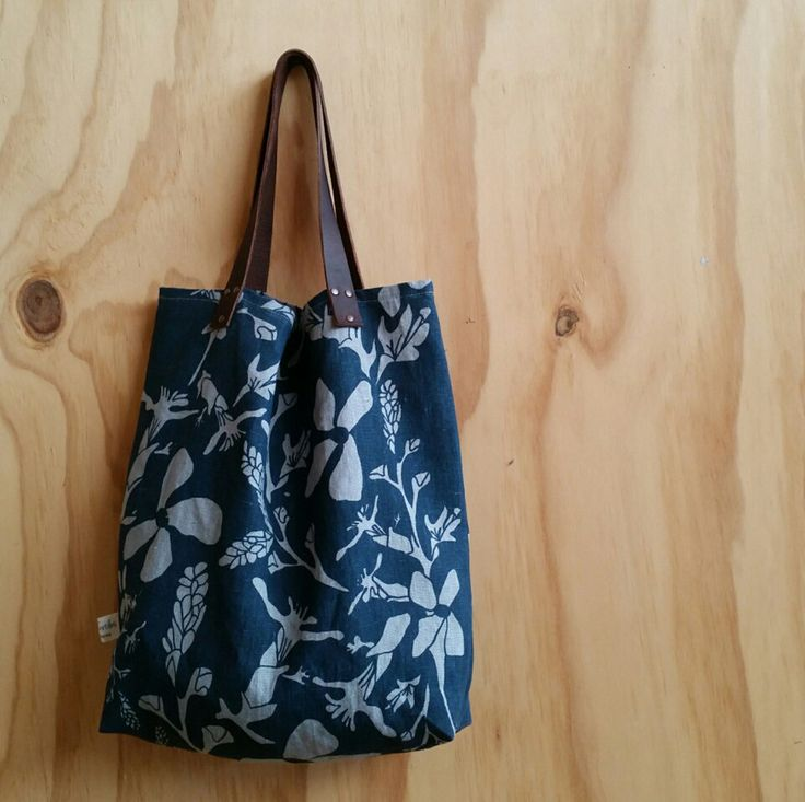 Market bag/shopping bag/shoulder bag linen with indigo blue screen printed botanical print by FemkeTextiles on Etsy