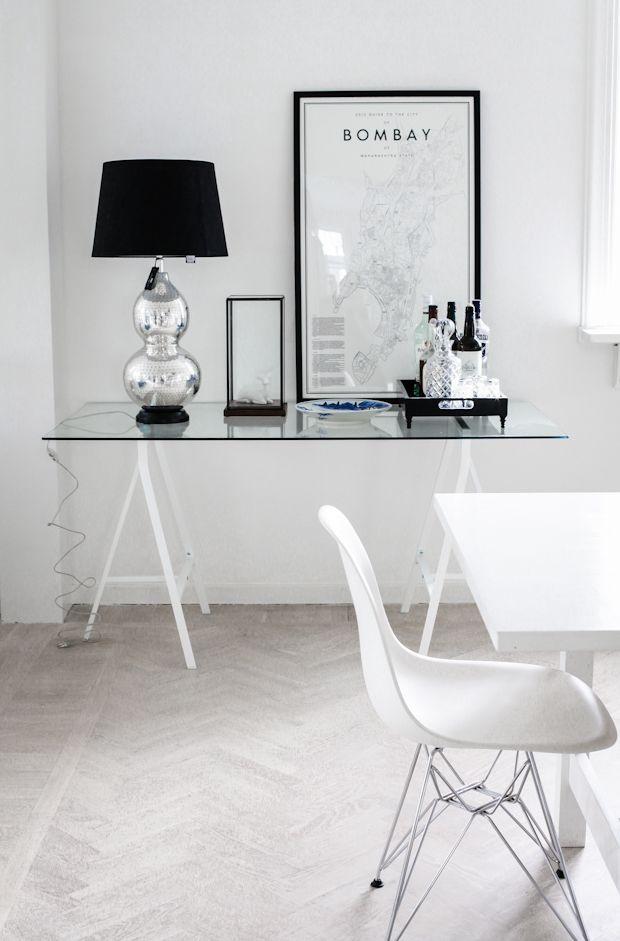 Eames Plastic Side Chair Designer / Charles  Ray Manufacturer / Vitra