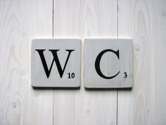 Lettres décoratives en bois patiné façon scrabble gris souris  WC.  Visitez la nouvelle boutique : http://expressiondeco.fr