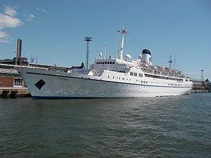 Funchal. Ιδιοκτησία & Διαχείριση: Portuscale Cruises. Παρθενικό ταξίδι στις 04/11/1961. Τα πρώτα χρόνια ήταν το Προεδρικό Yacht χρώματος λευκού. Ανακαινιζόταν από το 2010 ~ 2013 οπότε, μαύρο πλέον στις 27/08/2013, έκανε το δεύτερο παρθενικό του ταξίδι. 9.563GT ~ 152,60 μ.μ. ~ 19,05 μ.πλάτος ~ 6 κατ/τα ~ 16 knots ~ 524 επ. ~ 155 α.πλ.