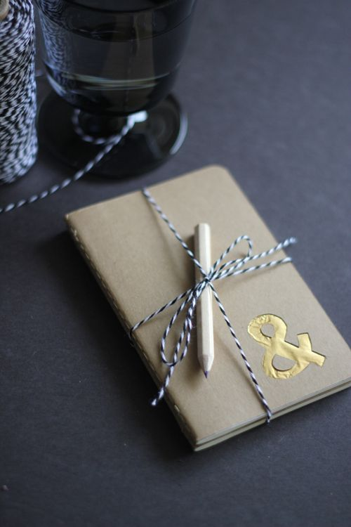Gilded Moleskine Journal via Design Mom: Gild Moleskine, Diy Gild, Gifts Ideas, Diy Gifts, Perfect Gifts, Diy Journals, Diy Notebooks, Moleskine Journals, Lace Crafts