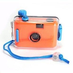 LOMO Waterproof Card Type 35mm Film Camera - Orange Model  OOCS01OR Condition  New  Weight : 0.50 kg  Kamera Lomo termurah hanya di Gudang Gadget Murah. LOMO Waterproof Camera dapat digunakan untuk berfoto didalam air dengan ukuran film 35mm. Dapat digunakan hingga kedalaman 3-4 m. LOMO Waterproof Camera ini dibuat dari bahan plastik yang berkualitas dan hadir dalam berbagai macam warna yang menarik - Orange