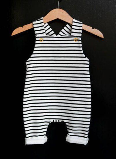 Schnittmuster und Nähanleitung / Baby-Latzhose bei Makerist