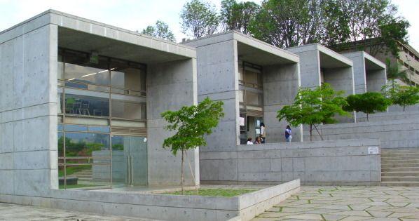 En mayo de 2015 se inaugura la exposición del colectivo REFRANES, que integra poesía, escultura e ilustración, en la galería del parque biblioteca San Javier. La exposición será itinerante y estará durante un mes cada uno de los parques bibliotecas y algunas bibliotecas de proximidad.