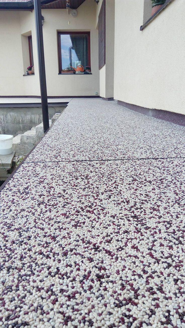 art4you - kamenný koberec z farebného kameniva. Detail terasy.  Všetky materiály zakúpite v e-shope na www.art4you.sk  #art4you #artpodlahy #kamennýkoberec #kamiennydywan #quartzstonecarpet #kőszőnyeg