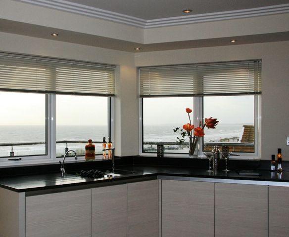 Modern Kitchen Blinds die besten 25+ venetian blinds ideas ideen auf pinterest | saubere
