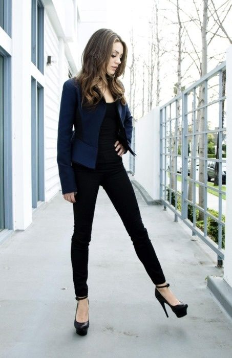 Navy blue blazer + black skinny jeans <3 love the heels as well