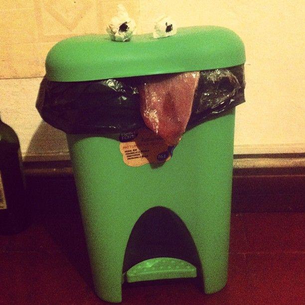 Ciao sono un cestino. #instagood #instamood #igersitalia #iphonography #object #creativity #lol #trash