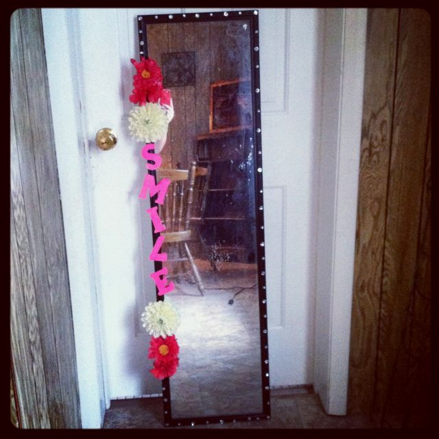 Decorated mirror! #diy #dorm #college Fun ideas for the new mirror I am getting to go back to school