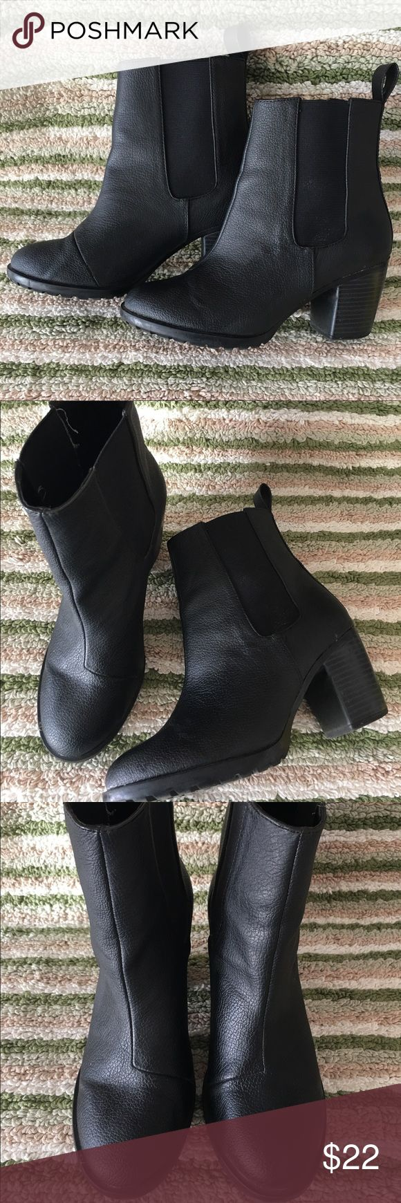 Divided@ H&M Black Ankle Boots 🌺BUY 1 GET 1 FREE @ WHOLE CLOSET🌺  Divided@ H&M Black Ankle Boots   € Size: 6 € Shoe Width: Medium (B, M) € Heel Height (Inches): 2.75 Inches € Shaft Height (Inches): 5.5 Inches € Shaft Width (Inches): 12 Inches € Closure: Side Zipper € Material: All Man Made  € Fabric Type: Faux Leather € Specialty: Elastic  € Condition: Excellent like new € Retail price: $40 Divided Shoes Ankle Boots & Booties