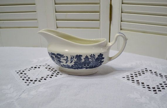 Churchill Blue Willow Gravy Boat Blue and White Asian Design England Vintage Replacement Panchosporch