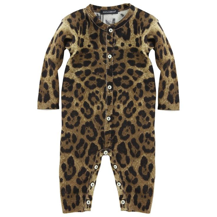 Maille extensible imprimée léopard sur fond marron. Petits boutons siglés Dolce Gabbana sur le devant et l'entrejambe. Manches longues. Laver à la main ou sur cycle fragile en machine.