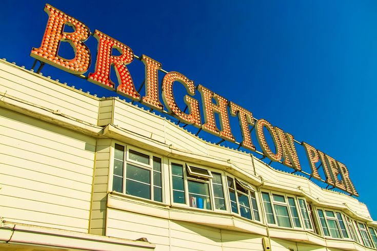 Coming to the UK for studying? What about staying in a city by the sea? Brighton is vibrant and quirky and it's ready to make you feel at home when abraod. :O) #eazycity #goexplore #wednesdaymotivation