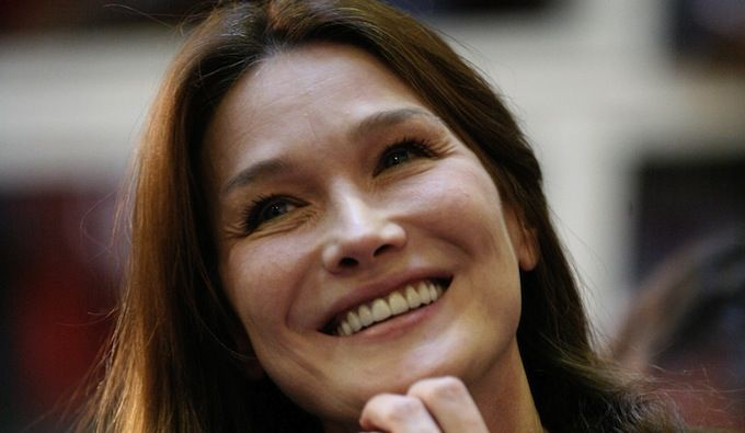 Carla Bruni parle de l'affaire Hollande/Gayet !