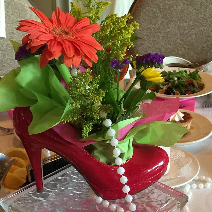 Footsteps of a Southern Lady Centerpiece