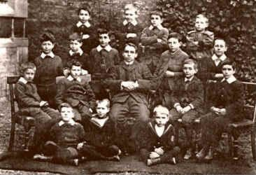 Lawrence seated, front row on right, with members of Kerry family in Oxford, 1900.