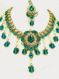 Traditional Kundan Necklace Set With Dazzling Green Stones