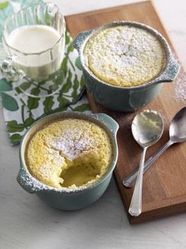 Lemon delicious. 「レモン・デリシャス」。レモン味のシフォンケーキみたいなものらしい。飲み物がミルクなのがちょっと残念か。