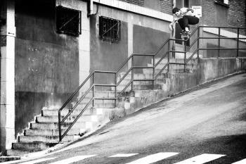 Si eres un amante del Skateboard tienes que visitar Bilbao para hacer gala de tu mejores acrobacias, tal como lo hicieron Axel Cruysberghs, Emmanuel Guzman, Lem Villemin, Cooper Wilt y Philipp Schuster en el 'Descending Bilbao'. Estos jóvenes talentos disfrutaron de las colonias con pronunciadas pendientes y la arquitectura de la ciudad para llevar al límite sus tablas y habilidades. Checa las mejores postales: