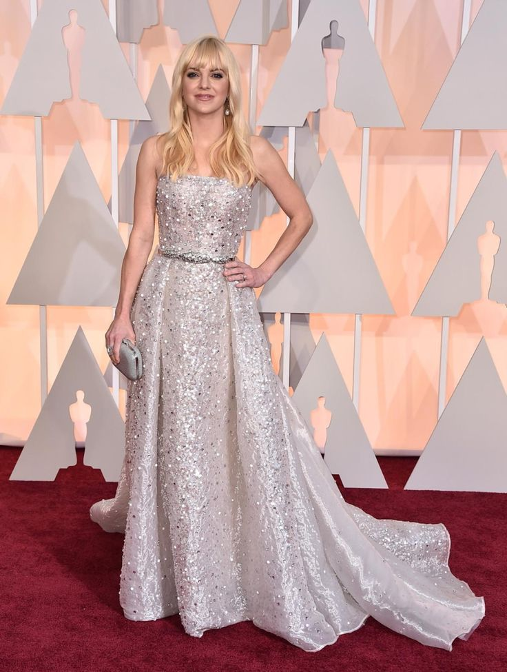 Anna Faris arrives at the Oscars on Sunday, Feb. 22, 2015, at the Dolby Theatre in Los Angeles.