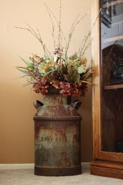 decorating using old milk cans we had a couple of these in our home when i was young my mom picked huge plumes and and sprayed them w hairspray so