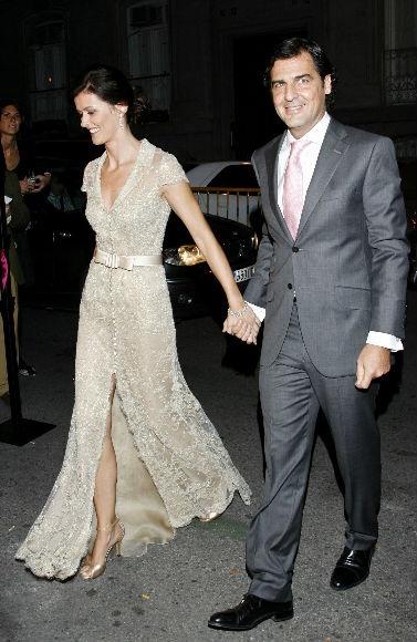 Nos encanta este vestido color champán/champagne ;) Sencillo y super elegante!