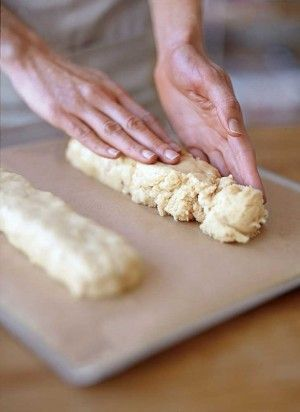 How to Make Biscotti - surprisingly easy. Great gifts in a nice jar.