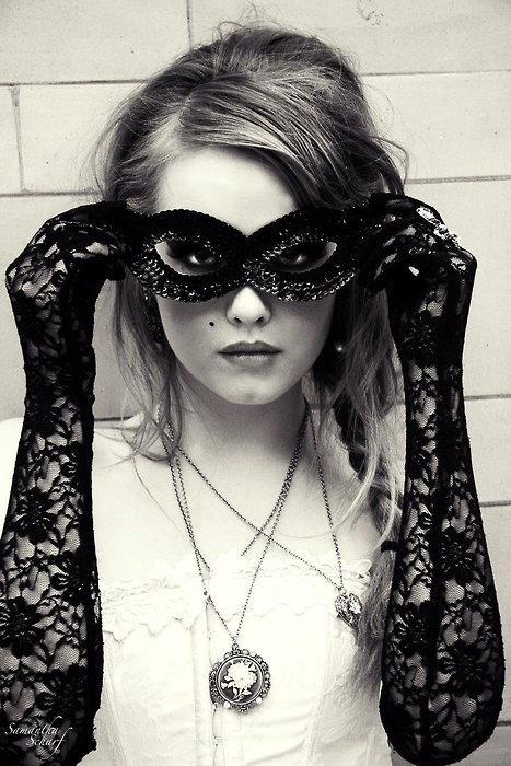 I love lace. The mask adds an air of mystery reminiscent of steampunk. And who doesn't love steampunk?