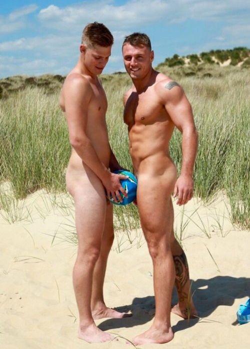 men crusing beach nude