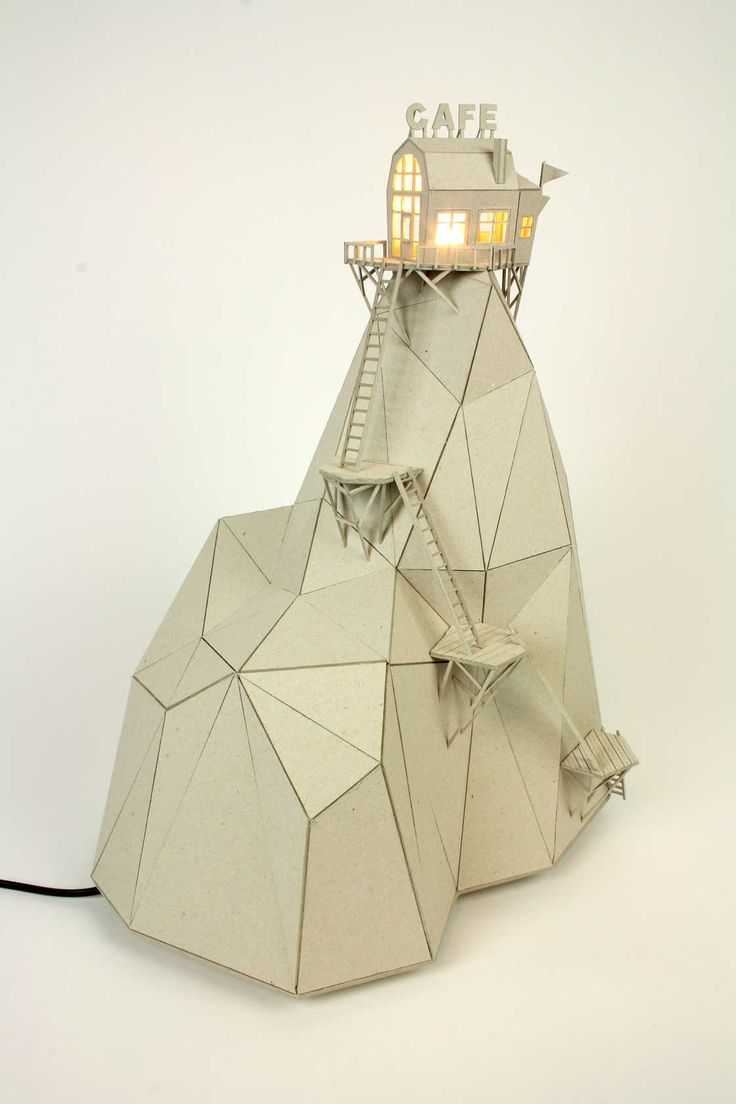 Une sélection des créations de l'artiste néerlandaise Vera van Wolferen, qui imagine de jolies cabanes miniatures insérées dans des cloches de verre. Des c