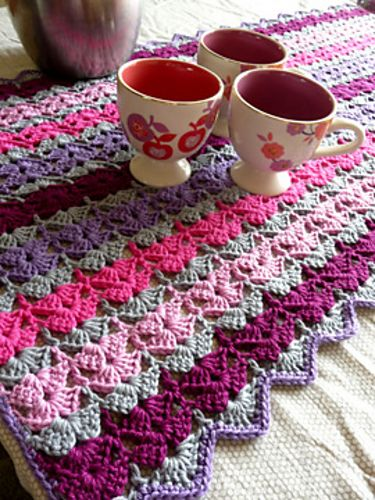Like this stitch: Crochet Blankets, Tables Parties, Stitches Patterns, Color Combos, Crochet Stitches, Tables Mats, Tables Runners, Free Patterns, Crochet Patterns