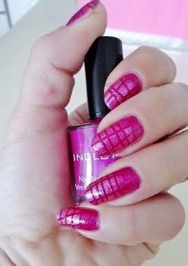 pink fishnet nails