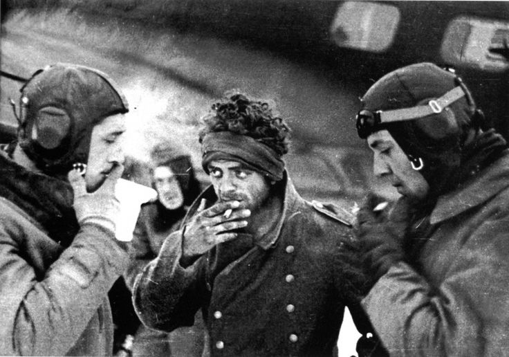A wounded man, lucky enough to be evacuated from Stalingrad has a final smoke with the crew before making the risky flight out.